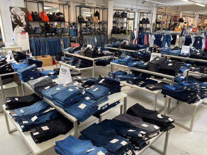 City Outlet Pasching Jeansabteilung Damen