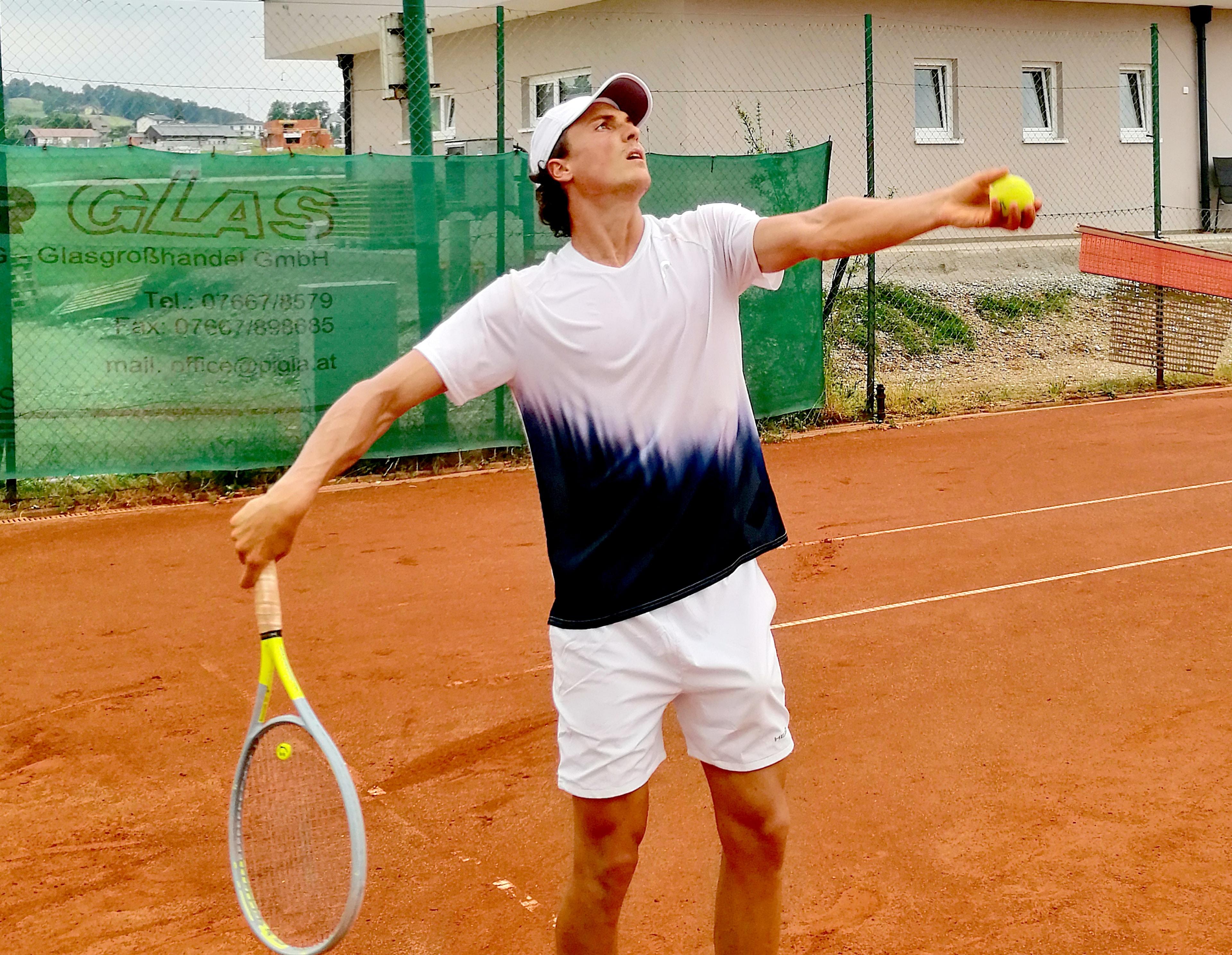 Tennis Aufschlag City Outlet Blog Dominik Wirlend Aufwurf
