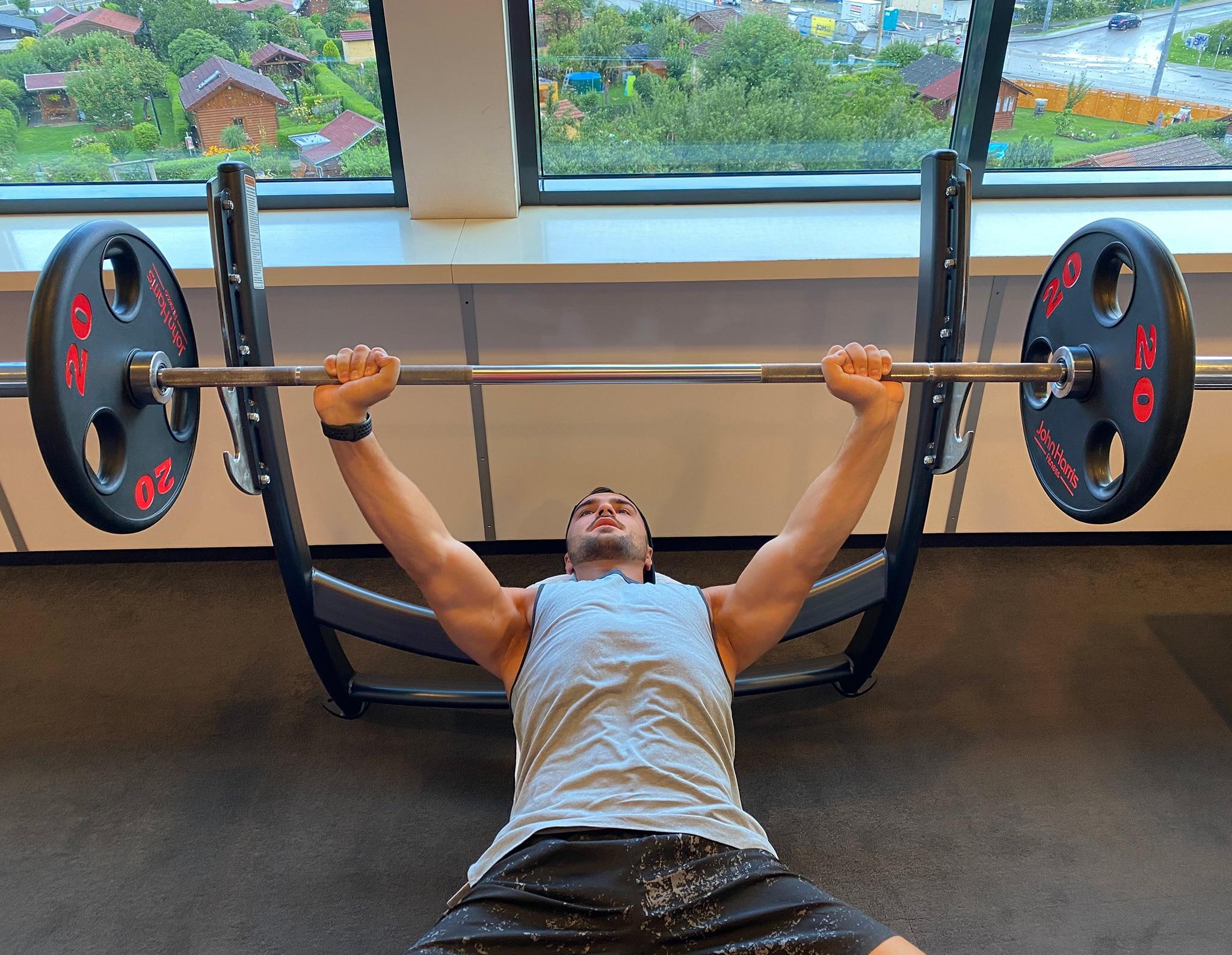 Trainingsplan 4er Split City Outlet Blog Philipp Rafetseder Brust Übung Langhantel oben