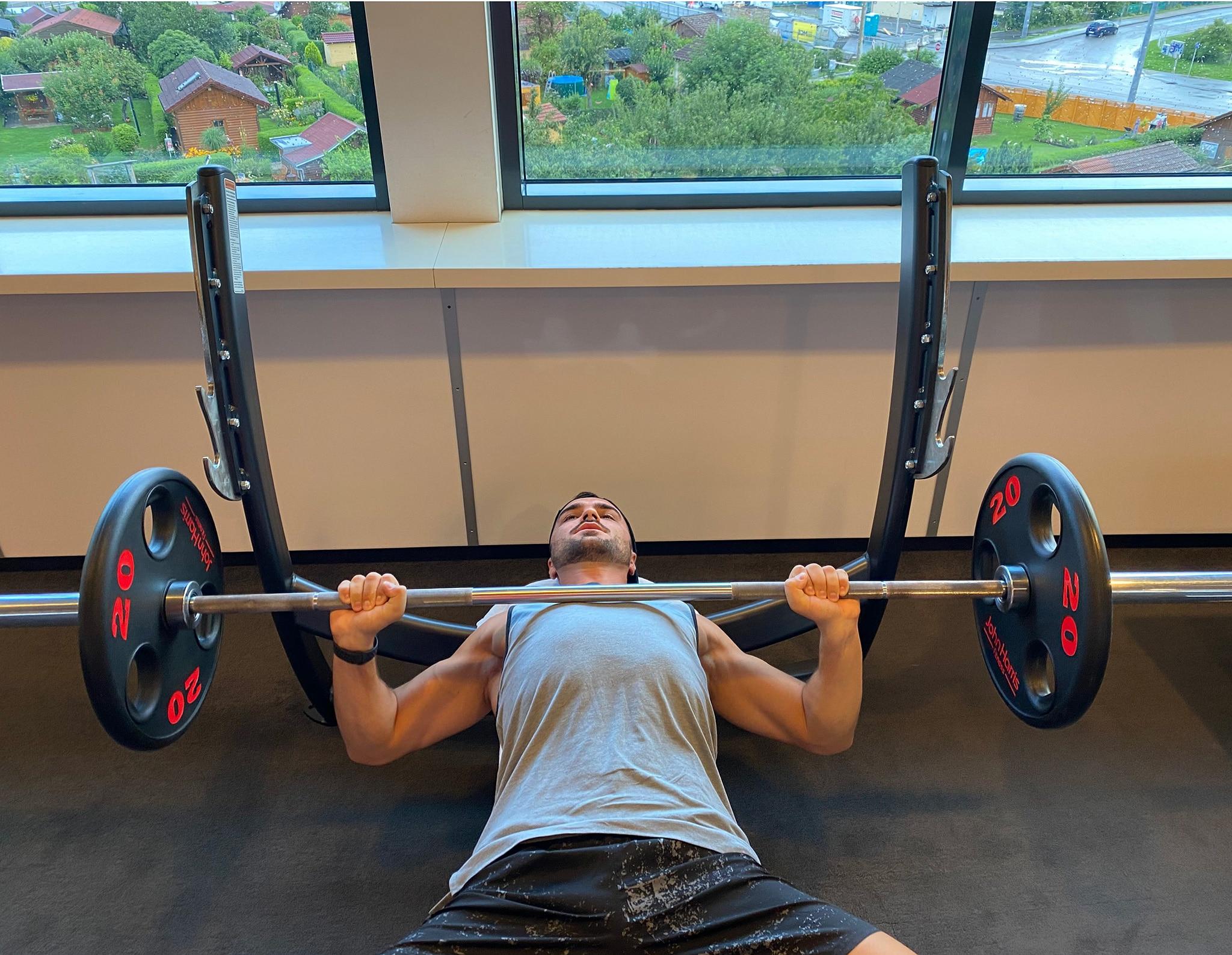 Trainingsplan 4er Split City Outlet Blog Philipp Rafetseder Brust Übung Langhantel unten