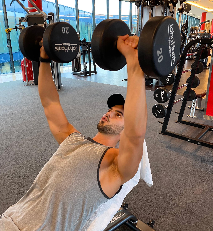 Trainingsplan 4er Split City Outlet Blog Philipp Rafetseder Brust Übung Kurzhantel fliegend