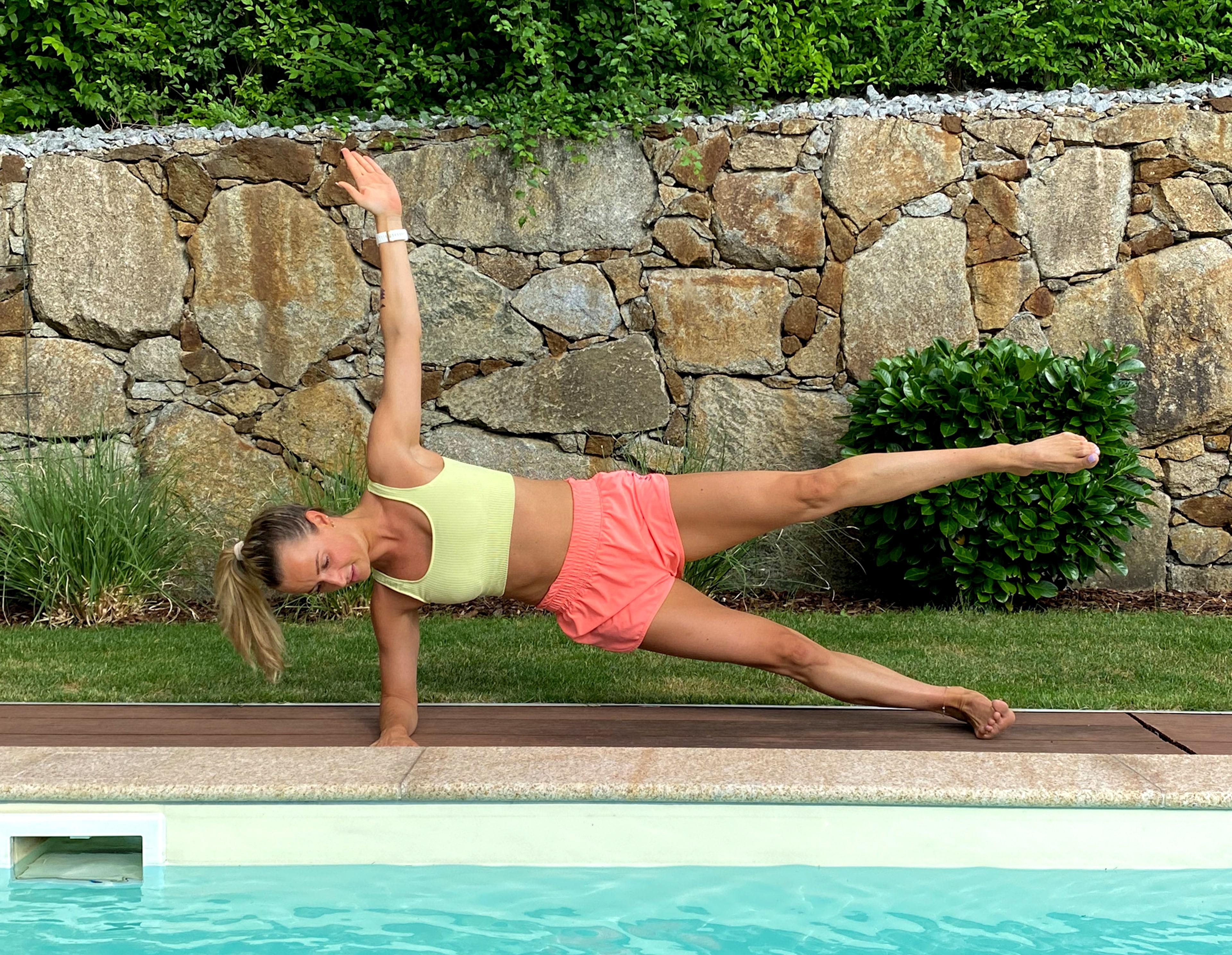 Bikinifigur City Magdalena Henkel menafit Side Plank Leg Lift Endposition