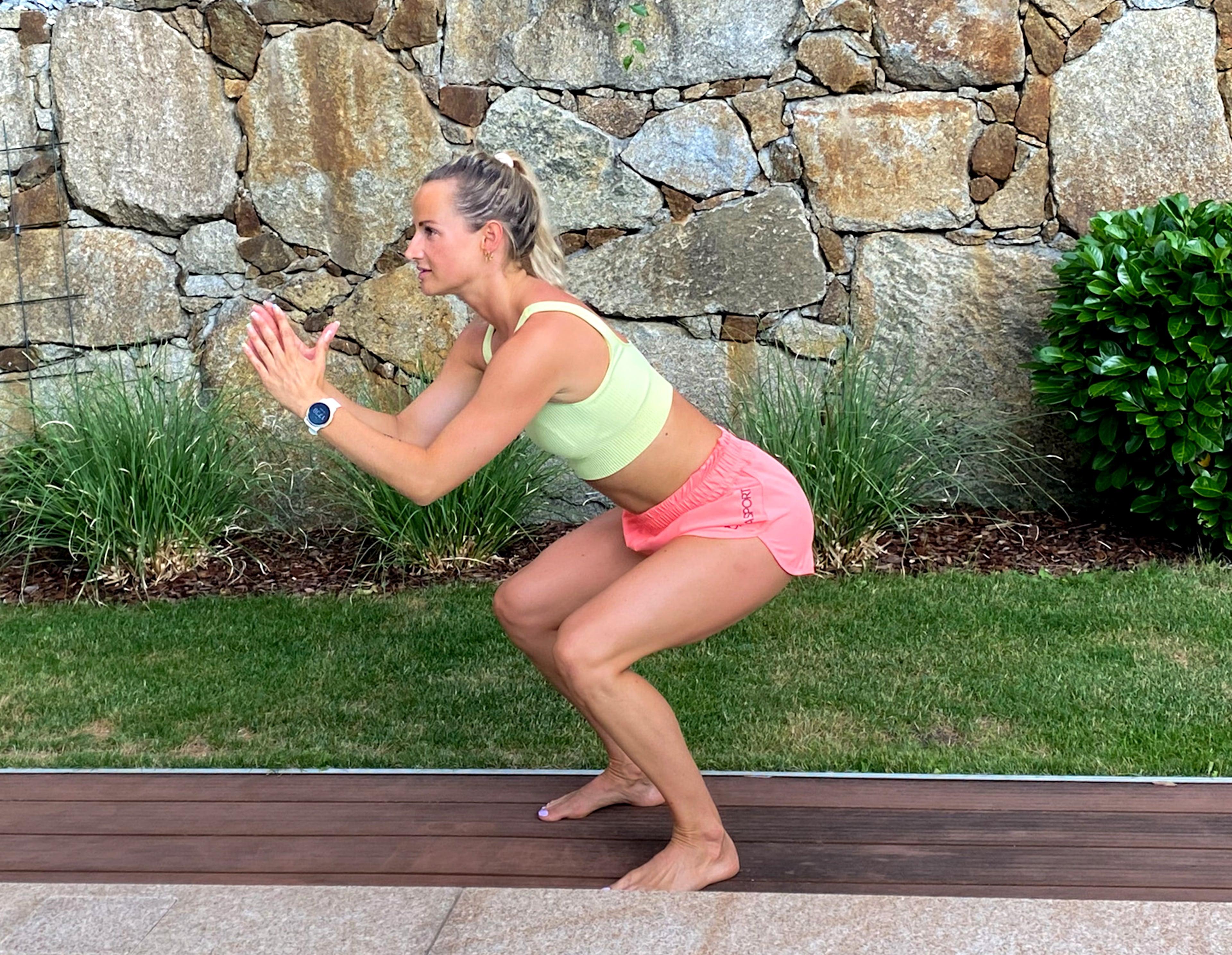 Bikinifigur City Magdalena Henkel menafit Sumo Squat Jump Endposition